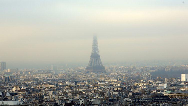 (Illustration pollution à Paris © Maxppp)