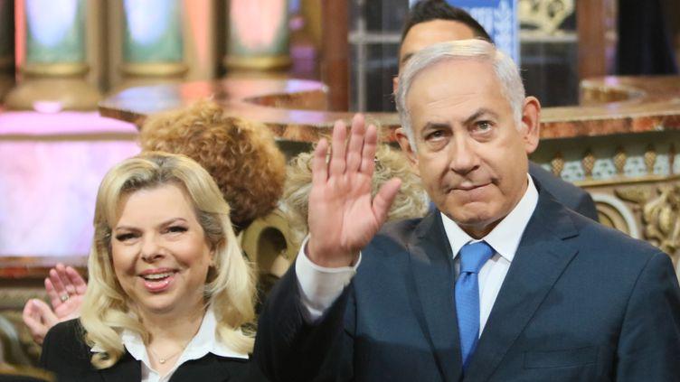 Le Premier ministre israélien Benjamin Nétanyahou et son épouse Sara, en visite à Vilnius (Lituanie), le 26 août 2018. (PETRAS MALUKAS / AFP)
