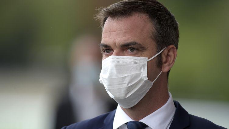 Le ministre des Solidarités et de la Santé, Olivier Véran, le 27 août 2020 à Paris. (ERIC PIERMONT / AFP)