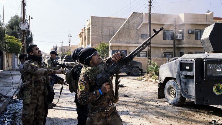 Des membres des forces spéciales irakiennes de contre-terrorisme à Mossoul (Irak), le 8 janvier 2017. (DIMITAR DILKOFF / AFP)