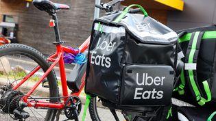 Un sac d'un livreur Uber Eats. (Illustation). (MICHAEL DESPREZ / MAXPPP)