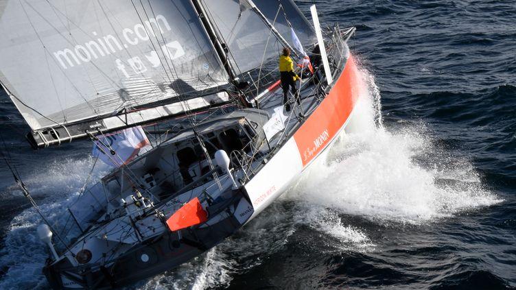 La navigatriceIsabelle Joschke sur son monocoque, le 21 septembre 2018, au large de Lorient. (DAMIEN MEYER / AFP)