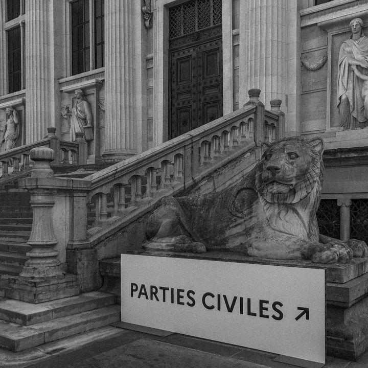 L'entrée des parties civiles au procès des attentats du 13-Novembre, au Palais de justice de Paris. (DAVID FRITZ-GOEPPINGER POUR FRANCEINFO)