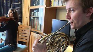 Le corniste Nicolas Ramez en répétition