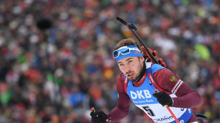 Le biathlète russe Anton Shipulin, un des trente-deux athlètes non-invités par le CIO aux JO de Pyeongchang à avoir déposé un appel devant le Tribunal arbitral du sport, icià Ruhpolding (Allemagne) lors d'une épreuve de la Coupe du monde, le 14 janvier 2018. (ALEXEY FILIPPOV / AFP)