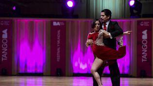 La danseuse Vanina Perepellzin et le danseur Javier Villalors du Mondial du tango à Buenos Aires le 15 août 2019. (RONALDO SCHEMIDT / AFP)