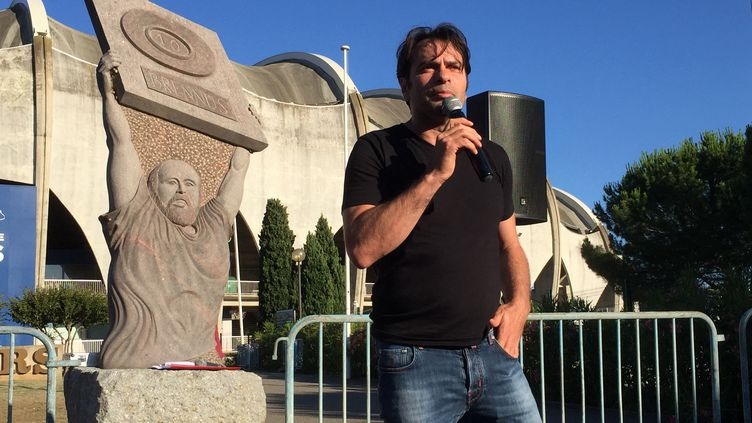 Christophe Dominici devant le stade Raoul-Barrière de Béziers, le 23 juin 2020. (ROMAIN BERCHET / RADIO FRANCE)