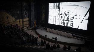 Projection d'un des films issus du projet DAU dans une des salles du Théâtre de la Ville à Paris le 23 janvier 2019. (PHILIPPE LOPEZ / AFP)