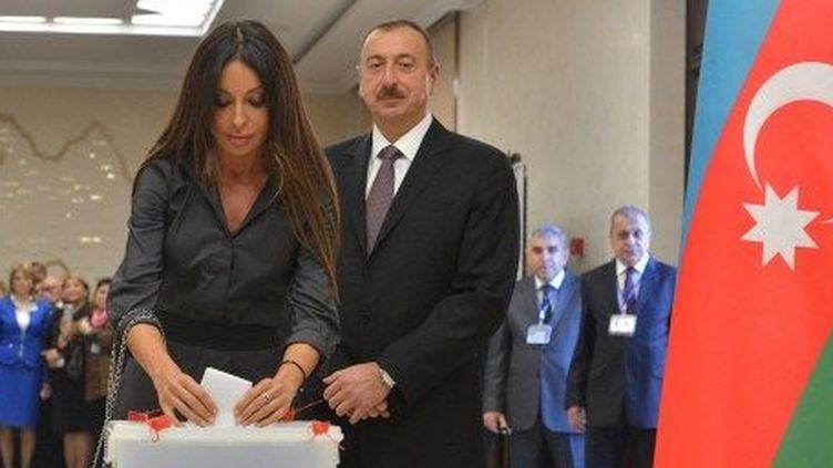 Le président azerbaïdjanais Aliev et son épouse, Mehriban, votent à Bakou. (Alexey Kudenko/RIA Novosti)