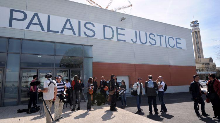 Le parc Chanot de Marseille (Bouches-du-Rhône), transformé en gigantesque palais de justice pour le procès des prothèses PIP, le 16 avril 2013. (ANNE-CHRISTINE POUJOULAT / AFP)