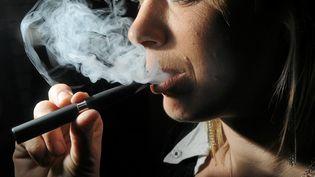 Environ 500 000 Français auraient désormais adopté la cigarette électronique. (MAXPPP)