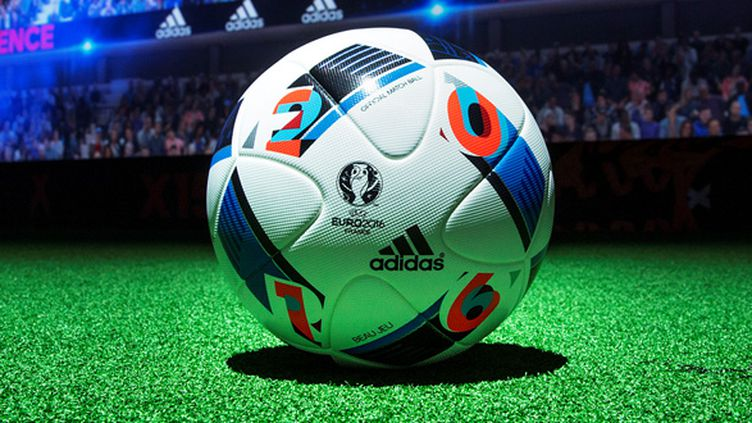"""Le ballon officiel de l'Euro 2016: """"Beau Jeu"""""""