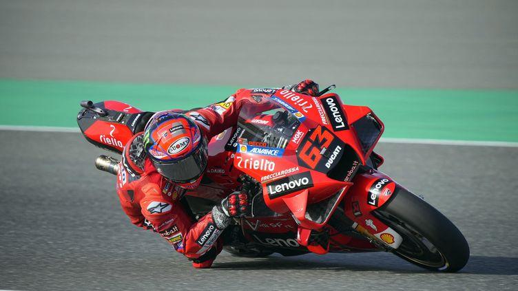 Sur sa Ducati, Francesco Bagnaia a réalisé le meilleur temps de l'histoire du circuit de Losail en Moto GP, le 27 mars 2021. (GIGI SOLDANO / STUDIO MILAGRO)