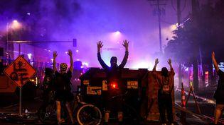 Des manifestants à Minneapolis, le 29 mai 2020. (CHANDAN KHANNA / AFP)