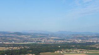 À l'opposé de la désertification des campagnes, certains territoires ruraux sont en pleine expansion. Dans le Puy-de-Dôme, la ville d'Issoire attire de nouveaux entrepreneurs. (FRANCE 2)