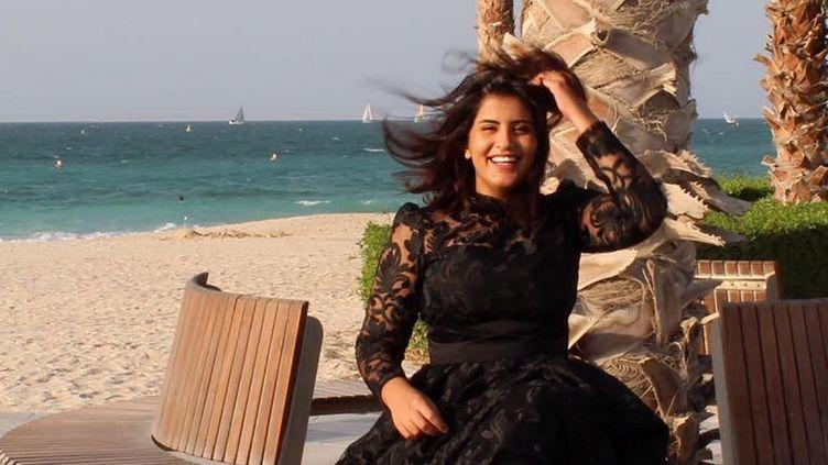 La militante saoudienne Loujain al-Hathloul pose sur une plage, sur cette photo postée sur son compte Facebook, le 6 août 2019. (FACEBOOK / AFP)