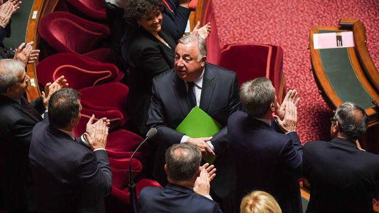 Le sénateur LR Gérard Larcher, applaudi après sa réélection à la tête du Sénat, le 2 octobre 2017. (CHRISTOPHE ARCHAMBAULT / AFP)