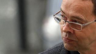 Le docteur Nicolas Bonnemaison arrive au tribunal lors de son procès en appel, le 13 octobre 2015, à Angers (Maine-et-Loire). (MAXPPP)