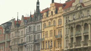 La France a enregistré une nouvelle hausse du nombre de ses expatriés. Le pays qui a connu la plus forte attraction ces dernières années, c'est la République tchèque. (FRANCE 2)