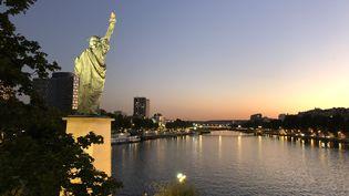 La statue de la liberté située sur l'Île aux Cygnes, dans le 15e arrondissement de Paris (France), en2019 (VALERIA EMANUELE / RADIO FRANCE)
