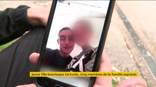 L'été dernier, une jeune Bosniaque musulmane avait été tondue et violentée parce qu'elle était tombée amoureuse d'un Serbe chrétien. La justice a condamné ses parents. (FRANCEINFO)