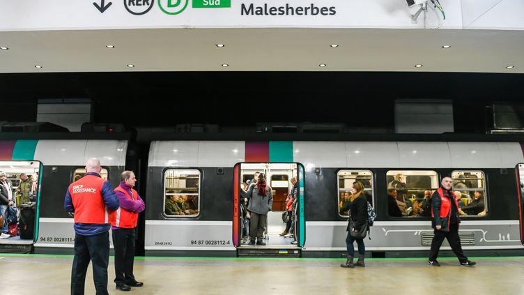 Une rame du RER B en gare du Nord à Paris, le 10 janvier 2020. (GILLES ROLLE/REA)