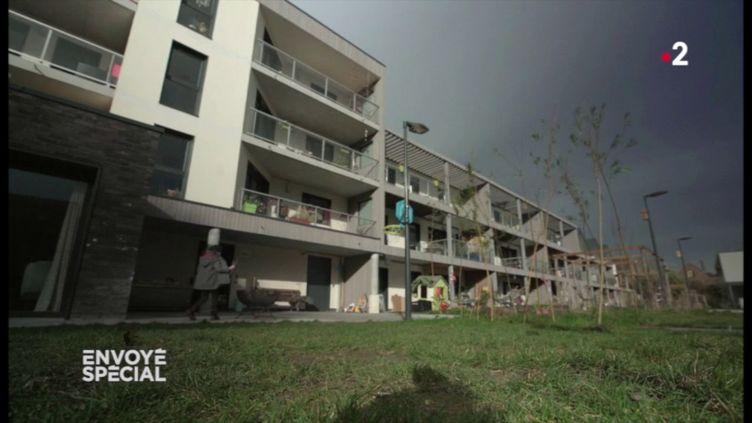 """""""On s'est dit qu'on allait construire nous-mêmes notre projet de vie"""" : comment ces retraités ont inventé un habitat partagé (ENVOYÉ SPÉCIAL  / FRANCE 2)"""