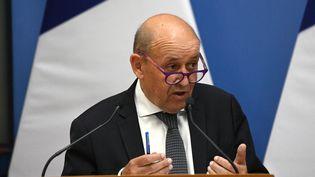 Le ministre des Affaires étrangères, Jean-Yves Le Drian, à Budapest (Hongrie), le 10 septembre 2021. (ATTILA KISBENEDEK / AFP)