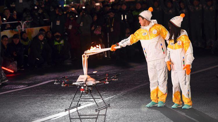 A PyeongChang, la flamme olympique a été transmise à un drone (JUNG YEON-JE / AFP)