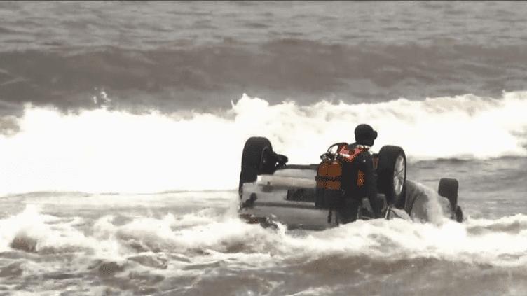 Une voiture emportée par les eaux à Sainte-Maxime (Capture d'écran France 3)