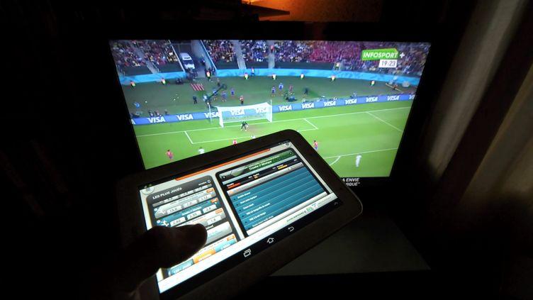 Illustration paris sportifs en ligne. (XAVIER DE FENOYL / MAXPPP)