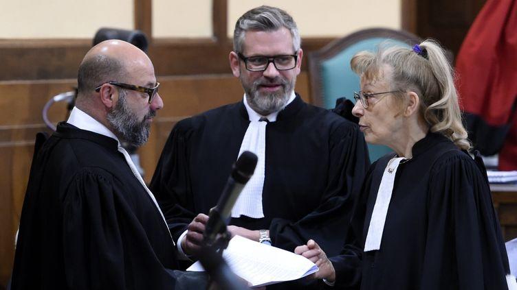 Les avocats de Francis Heaulme, le 25 avril 2017 à Metz (Moselle). De gauche à droite : Stéphane Giuranna, Alexandre Bouthier et Liliane Glock. (MAXPPP)
