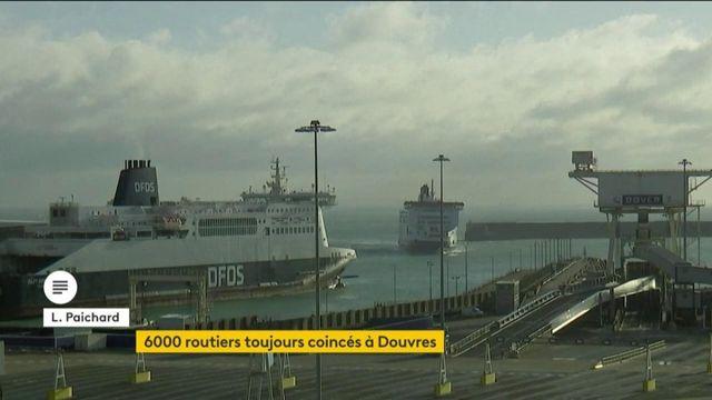 Royaume-Uni : des milliers de chauffeurs routiers encore bloqués à Douvres