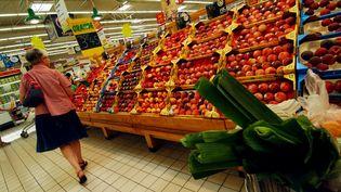 Plusieurs grands magasins se mobilisent pour éviter de jeter les fruits et légumes frais. (MYCHELE DANIAU / AFP PHOTO)