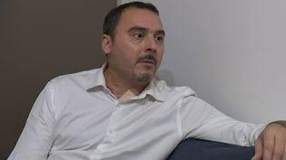 Henrique Vannier, bâtonnier de Melun (Seine-et-Marne), raconte la tentative d'assassinat dont il a fait l'objet face aux caméras de France 3, le 6 novembre 2015. (FRANCE 3)