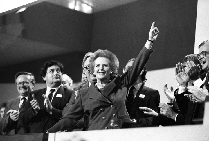 Margaret Thatcher est ovationnée, lors d'une conférence du Parti conservateur, le 13 octobre 1989. (REUTERS)