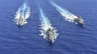 Des navires de la marine grecqueparticipent à un exercice militaire en Méditerranée orientale, le 25 août 2020. (HANDOUT / GREEK DEFENCE MINISTRY / AFP)