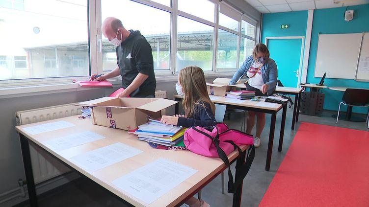Derniers préparatifs avant la rentrée dans un collège d'Armentières dans le Nord (F. Bellouti/ France Télévisions)