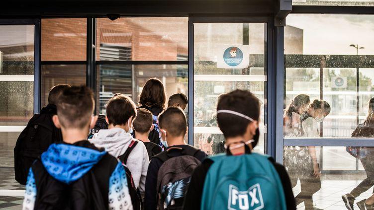 Des collégiens. Photo d'illustration. (NICOLAS PARENT / MAXPPP)