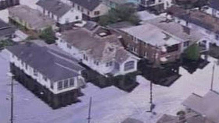 Maisons ravagées lors du passage du cyclone Katrina en 2005 (France 2 (29-8-2007))