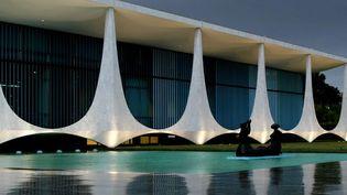 Résidence officielle des présidents brésiliens à Brasilia. Oscar Niemeyer a été chargé de construire la capitale, projet du président Juscelino Kubitschek, à la fin des années 1950.  (Eraldo Peres/AP/SIPA)