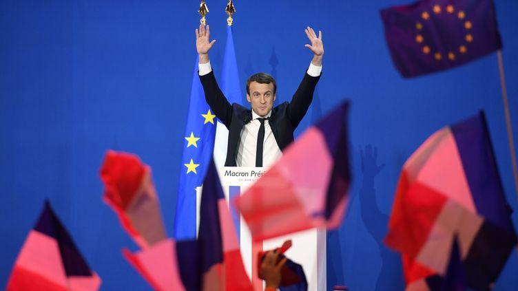 Emmanuel Macron lors d'un meeting au Parc des Expositions à Paris, le 23 avril 2017. (ERIC FEFERBERG / AFP)