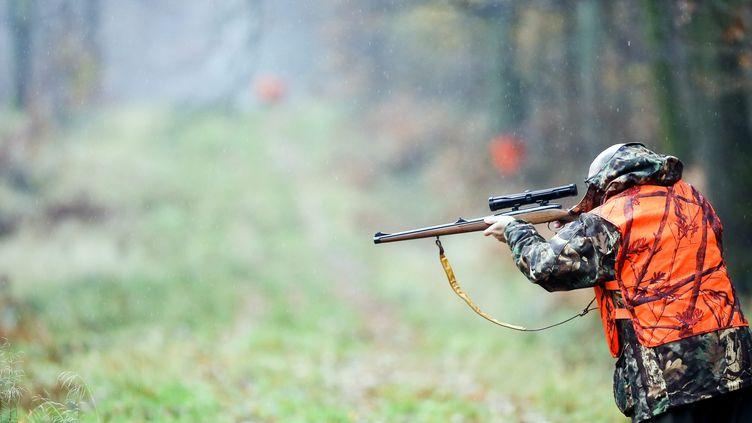 Un chasseur àLocquignol(Nord), le 27 novembre 2017. Image d'illustration. (MAXPPP)
