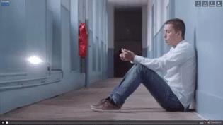 """Harcelé à l'école, Jacky témoigne dans le documentaire """"Souffre-douleurs, ils se manifestent"""", diffusé dans Infrarouge sur France 2. (CAPA PRESSE)"""