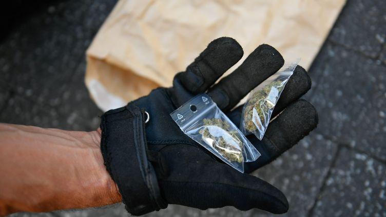 Opération anti-drogue à Nantes, en septembre 2020. Photo d'illustration. (FRANCK DUBRAY / MAXPPP)