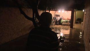 Une habitante de Marignane (Bouches-du-Rhône) sinistrée des inondations qui ont touché son habitation dans la nuit du samedi 2 au dimanche 3 novembre. (France 2)