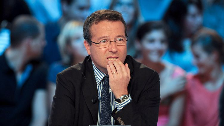 Martin Hirsch, à l'époque Haut commissaire aux Solidarités du gouvernement Fillon, sur le plateau de Canal+, le 27 septembre 2010. (FRED DUFOUR / AFP)