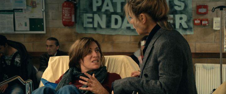 "Valeria Bruni Tedeschi et Marina Foïs dans""La Fracture"" de Catherine Corsini (2021). (CHAZ PRODUCTIIONS)"