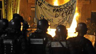 Des échauffourées ont éclaté à Gaillac (Tarn), le 26 octobre 2014, après la mort, la veille, d'un manifestant sur le site du barrage contesté de Sivens. (PASCAL PAVANI / AFP)