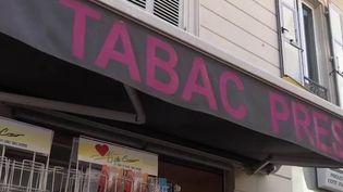 Crise sanitaire : suite à la fermeture des frontières, les fumeurs achètent français (France 2)